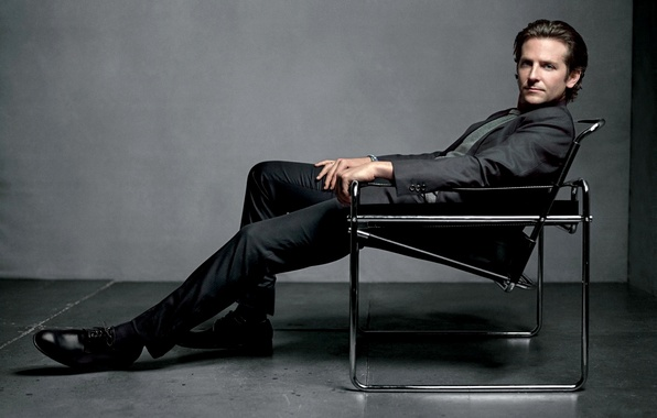 Картинка стул, костюм, актер, мужчина, Брэдли Купер, Bradley Cooper