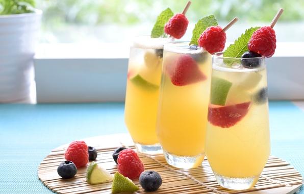 Картинка ягоды, малина, клубника, коктейль, лайм, стаканы, напиток, мята, голубика