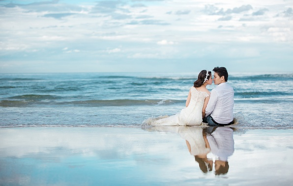 Картинка море, пляж, небо, отражение, букет, горизонт, пара, невеста, свадьба, жених, корона из цветов