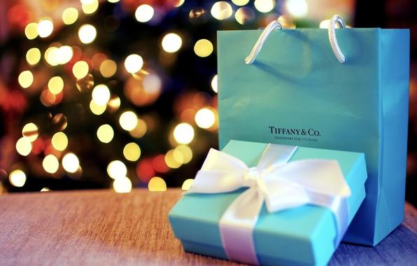 Картинка фон, праздник, коробка, подарок, голубой, widescreen, обои, размытие, пакет, лента, wallpaper, бантик, широкоформатные, background, праздники, …