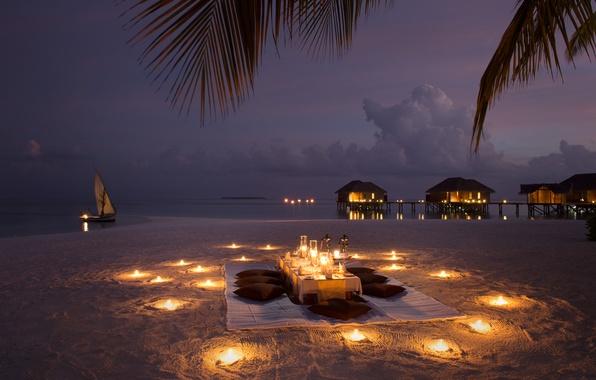 Картинка пляж, океан, романтика, лодка, вечер, свечи, ужин, бунгала