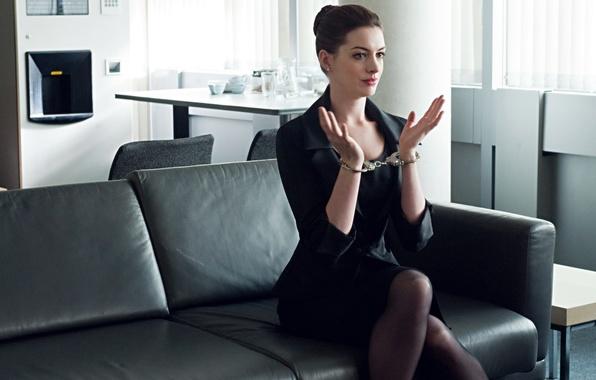 Картинка The Dark Knight Rises, Anne Hathaway, Catwoman, Selina Kyle, Sofa, Room