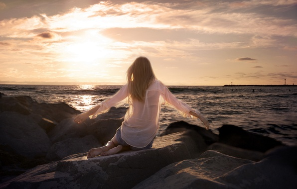 Картинка море, девушка, закат, камни, настроение