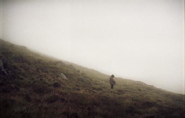 Картинка girl, hill, foggy