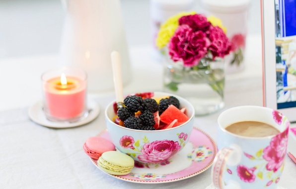 Картинка цветы, ягоды, кофе, свеча, печенье, ваза, фрукты, грейпфрут, ежевика, пиала, макарун