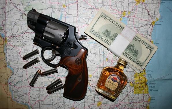 Картинка деньги, патроны, револьвер, виски