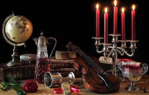 Картинка ноты, скрипка, роза, книги, чаша, свечи, натюрморт, глобус, графин