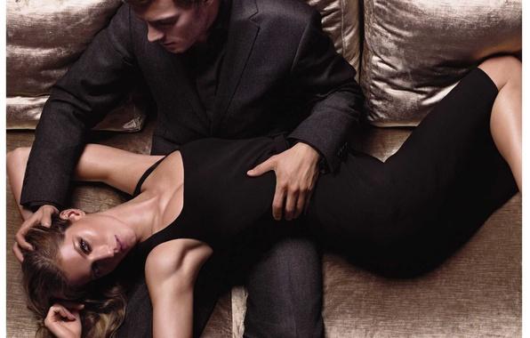 Картинка девушка, диван, платье, мужчина