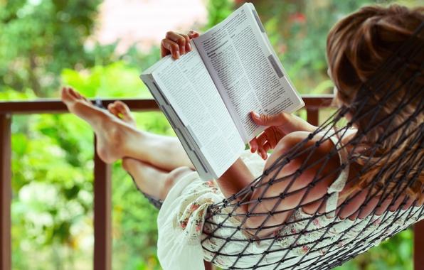 Картинка листья, девушка, деревья, природа, фон, сетка, отдых, релакс, widescreen, обои, ноги, настроения, размытие, relax, книга, …