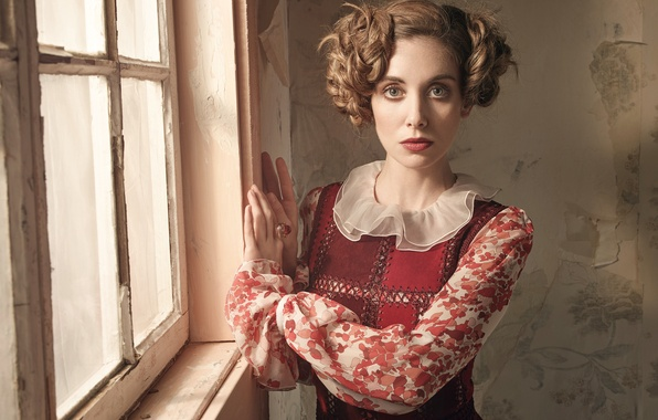 Картинка модель, платье, актриса, прическа, фотограф, стоит, у окна, Alison Brie, Элисон Бри, VVV, Robert Ascroft