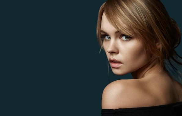 Картинка взгляд, девушка, лицо, фон, милая, модель, волосы, портрет, губы, красивая, плечо, русая, Анастасия Щеглова, Anastasiya ...