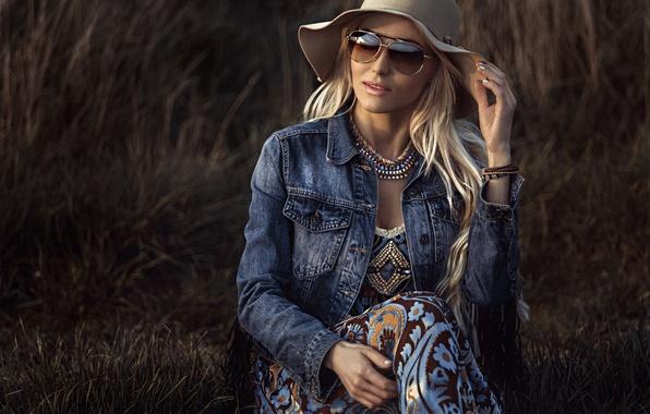 Картинка девушка, модель, шляпа, очки, джинсовка