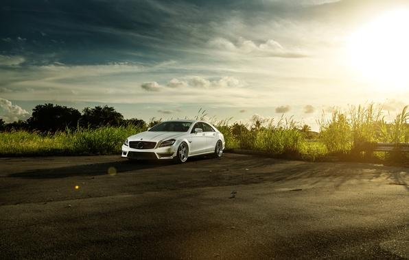 Картинка белый, небо, солнце, Mercedes-Benz, перед, white, блик, front, мерседес бенц, CLS-Klasse, CLS 63