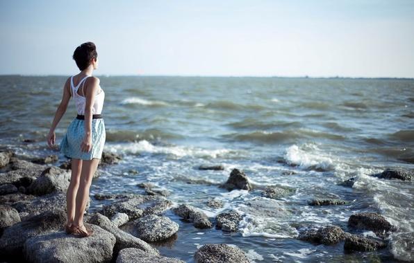 Картинка море, волны, лето, небо, девушка, камни, фон, настроение, обои, горизонт