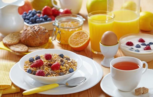 Картинка чай, яйцо, яблоко, апельсин, молоко, печенье, черника, клубника, сок, ложка, кружка, стаканы, напиток, лимоны, джем, …