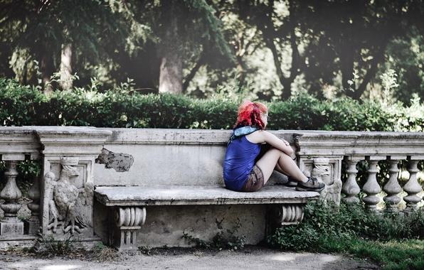 Картинка девушка, улица, скамья