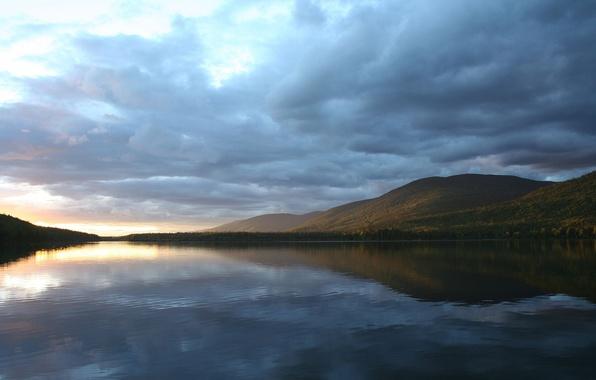 Гора озеро отражение облака обои