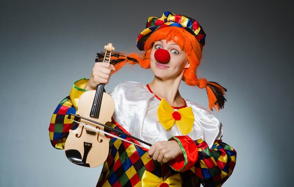 Картинка девушка, радость, улыбка, музыка, настроение, праздник, релакс, скрипка, позитив, размытость, звук, костюм, красавица, карнавал, боке, …