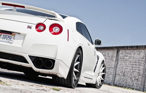 Картинка белый, небо, стена, Nissan, white, GT-R, ниссан, задняя часть