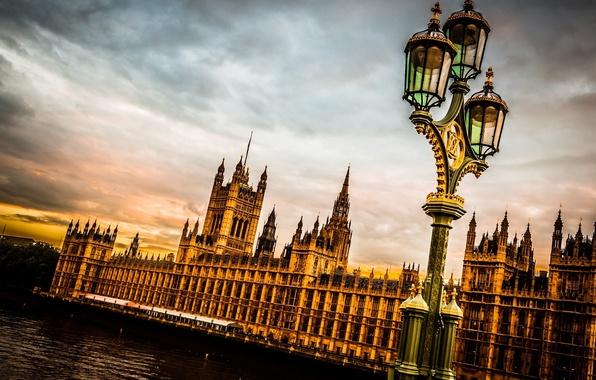 Картинка небо, тучи, город, река, Англия, Лондон, вечер, фонарь, Великобритания, Темза, Вестминстерский дворец, London, England, Thames, …