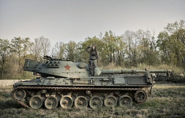 Картинка девушка, танк, форма, бронетехника