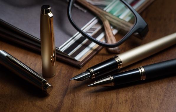 Картинка очки, ручки, канцелярия