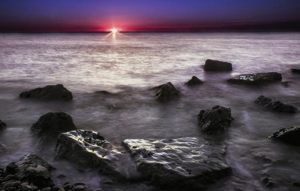 Картинка небо, солнце, восход, камни, рассвет, берег, Океан, утро, заря