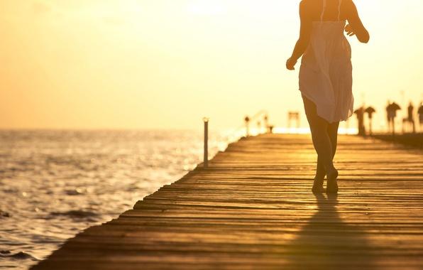 Картинка море, женщины, небо, свобода, вода, девушка, свет, счастье, закат, желтый, одиночество, девушки, настроение, океан, ветер, …