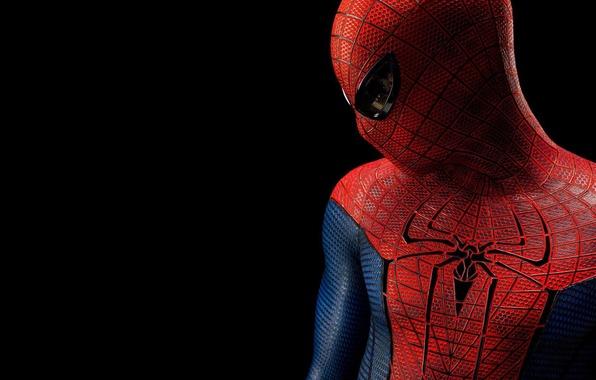 Картинка фильм, человек-паук, spider-man, герой, костюм, черный фон, персонаж