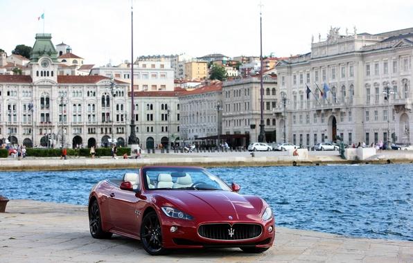 Картинка город, фото, Maserati, вишневый, кабриолет, автомобиль, спереди, 2011, GranCabrio Sport