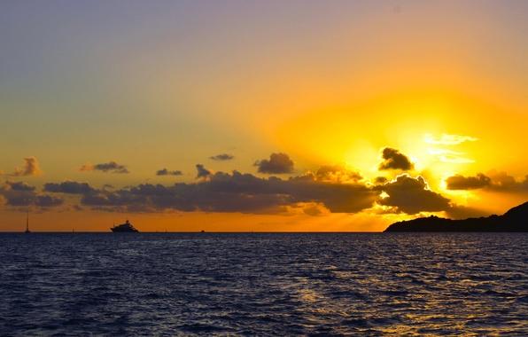 Картинка море, небо, облака, лучи, закат, горы, природа, яхта, горизонт