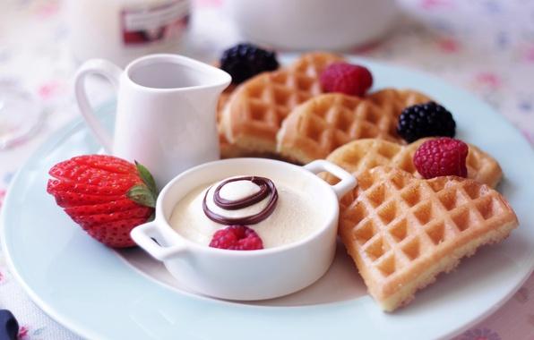 Картинка ягоды, малина, еда, завтрак, клубника, тарелка, десерт, вафли, блюдо