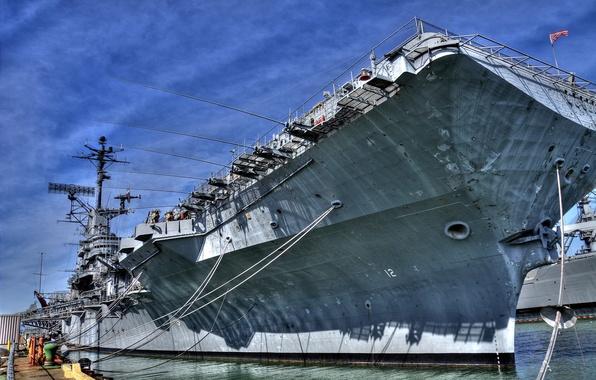 Картинка корабль, причал, авианосец, США, на отдыхе, кнехты, швартовые