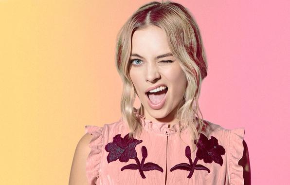 Картинка лицо, фон, фотошоп, макияж, платье, актриса, прическа, блондинка, гримаса, Margot Robbie, Марго Робби, Saturday Night …