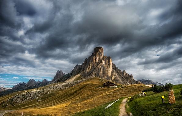 Картинка дорога, трава, облака, дом, скалы, гора, Италия, тропинка, Доломитовые Альпы