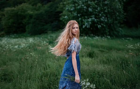 Картинка взгляд, цветы, природа, волосы, платье, прелесть, Даша, Георгий Чернядьев