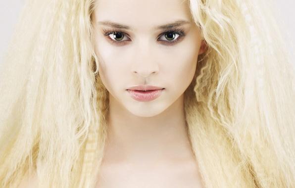 Картинка белый, глаза, взгляд, девушка, лицо, ресницы, фон, волосы, блондинка, губы