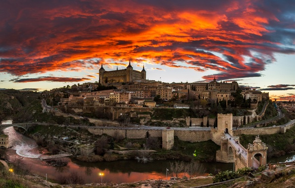Картинка небо, облака, пейзаж, мост, река, замок, дома, вечер, зарево, Испания, Толедо