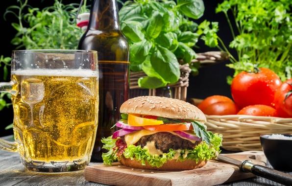 Картинка зелень, бокал, пиво, помидоры, гамбургер