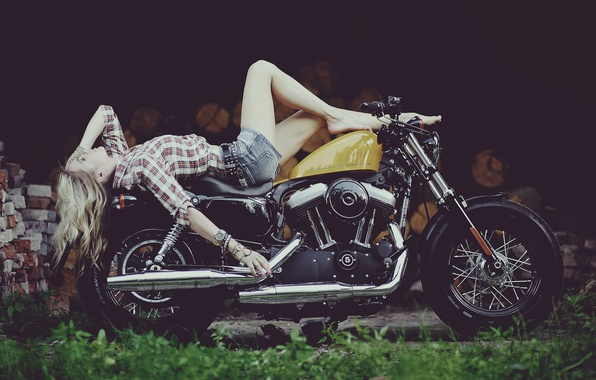 Картинка девушка, Харлей, мотоцикл, Harley Davidson, байк, ножки, photo, Maxim Gurtovoy