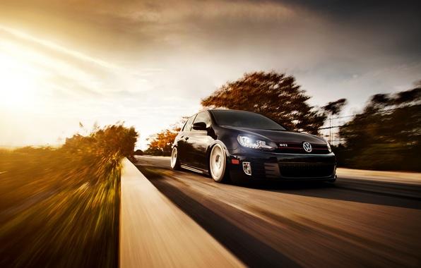 Картинка дорога, чёрный, скорость, размытость, Volkswagen, black, гольф, Golf, GTI, front, фольксваген, Typ 5G