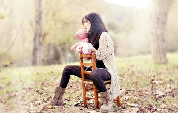 Картинка осень, листья, девушка, деревья, природа, фон, ситуации, настроение, розовый, обои, обувь, клетка, брюнетка, кофта, широкоформатные, …