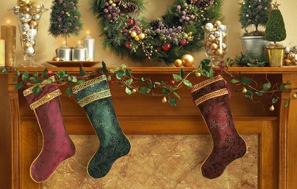 Картинка украшения, праздник, шары, рождество, свечи, носки, камин