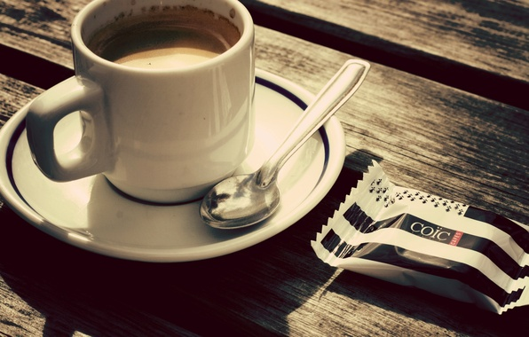 Картинка стол, кофе, ложка, чашка, конфета, блюдце