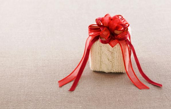 Картинка красный, подарок, лента, ткань, бант, коробочка, вязаная