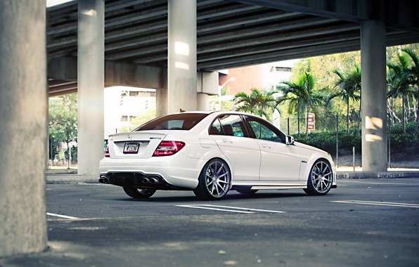 Картинка Mercedes-Benz, Mercedes, Power, Bridge, AMG, White, Street, Tuning, Road, C63, Sedan, Wheels, Palm