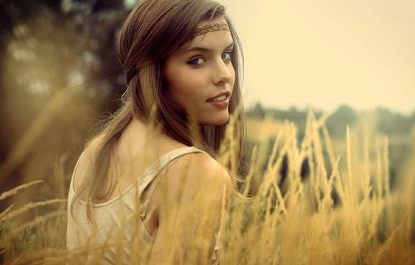 Картинка взгляд, девушка, природа, лицо, улыбка, фон, обои, настроения, повязка, цветы.ю растение