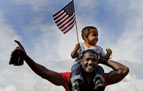 Картинка небо, мальчик, флаг, спортсмен, мужчина, ребёнок, бегун, негры, чернокожие, Джастин Гатлин, Justin Gatlin, афроамериканцы, спринтер