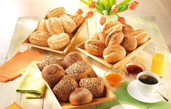 Картинка кофе, еда, завтрак, сок, тарелка, ложка, чашка, ваза, семечки, блюдце, выпечка, джем, кунжут, булочки, салфетки, …