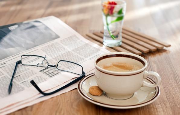 Картинка цветок, пена, стакан, стол, кофе, очки, газета